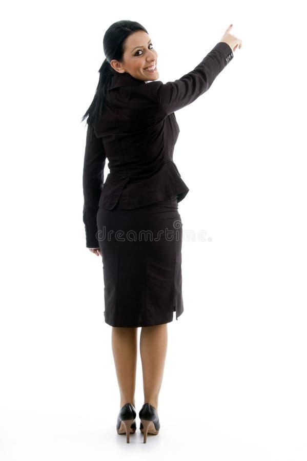 Rückseitige Haltung der Geschäftsfrauanzeige lizenzfreie stockfotos