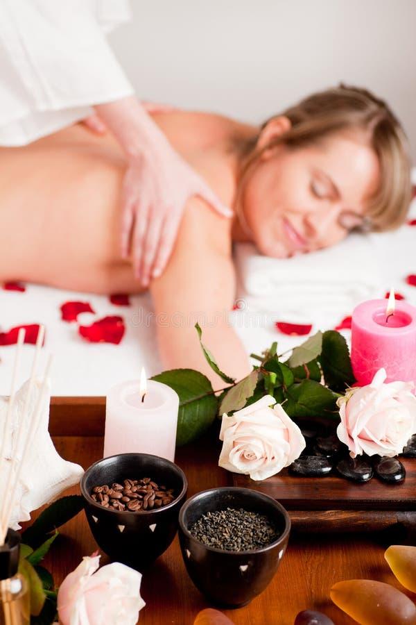 Rückseitige Massage im Badekurort stockfotografie