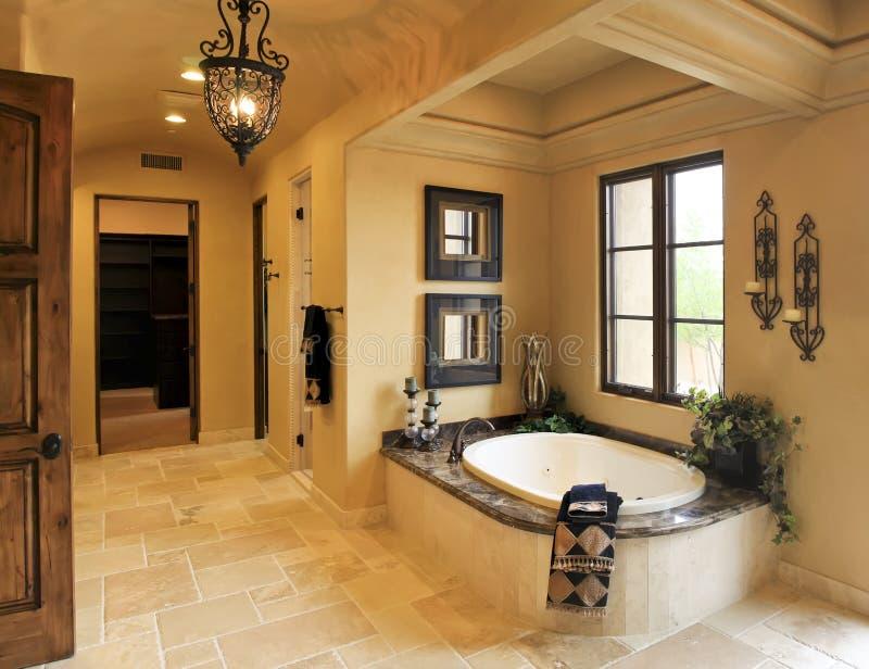 Rücksortierungvillenbadezimmerbadekurort lizenzfreies stockfoto