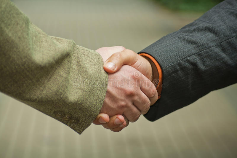 Rütteln der Hände. lizenzfreie stockfotos