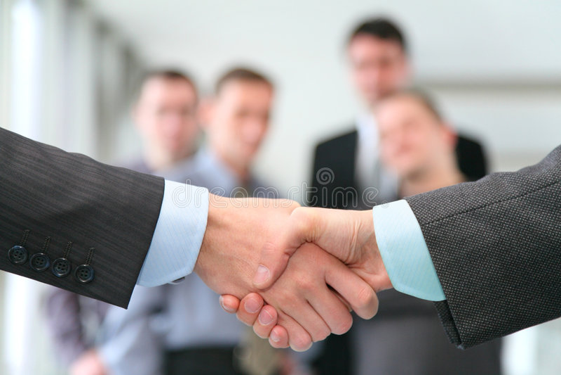 Rütteln der Hände stockbild