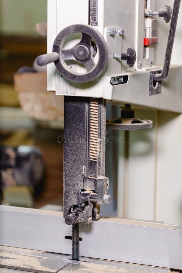 Rüttelnde Maschine mit Griff für das Anheben oder die Senkung des Blattes lizenzfreie stockfotografie