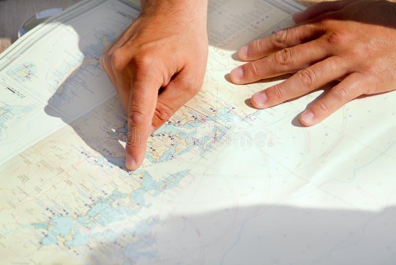 ręce mapa fotografia stock