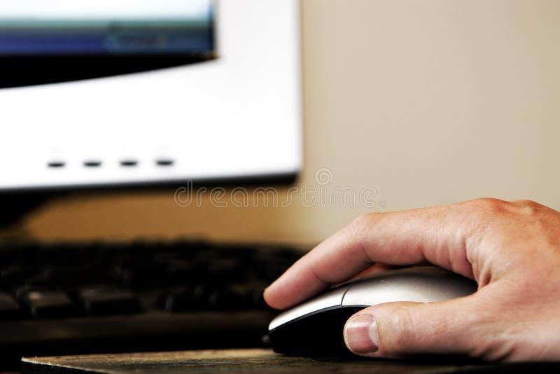 ręce mysz komputerowa zdjęcia stock