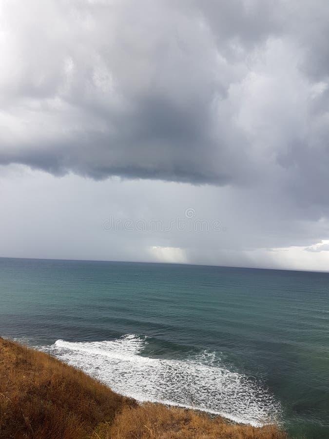 ręce na plażę dezerterujący wyspy matki syn morskiego określa burzę obraz royalty free