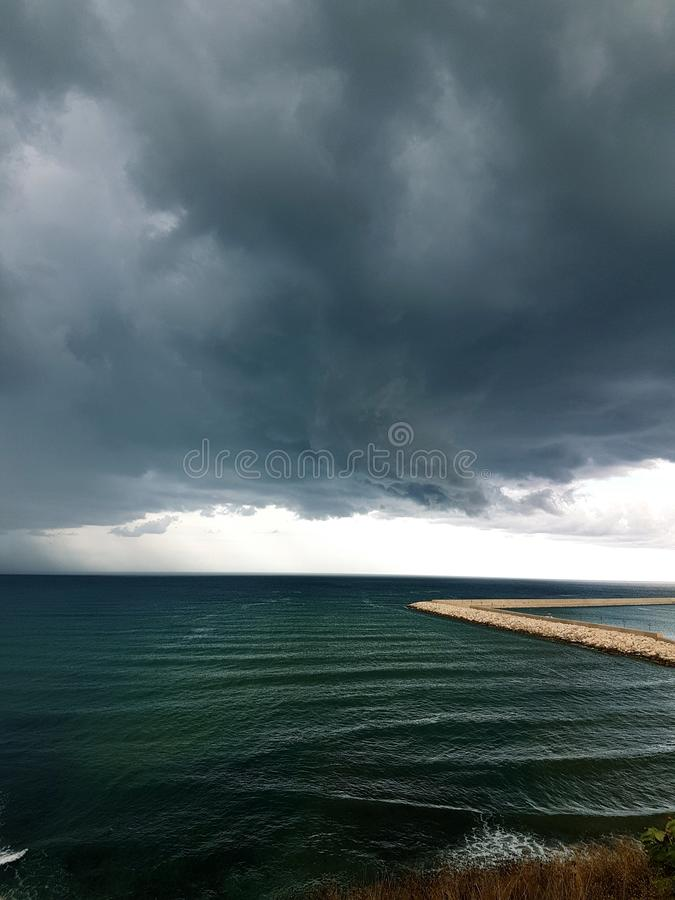 ręce na plażę dezerterujący wyspy matki syn morskiego określa burzę zdjęcia royalty free