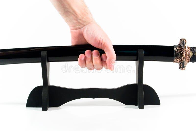 ręce sheath japoński miecz gospodarstwa obrazy stock