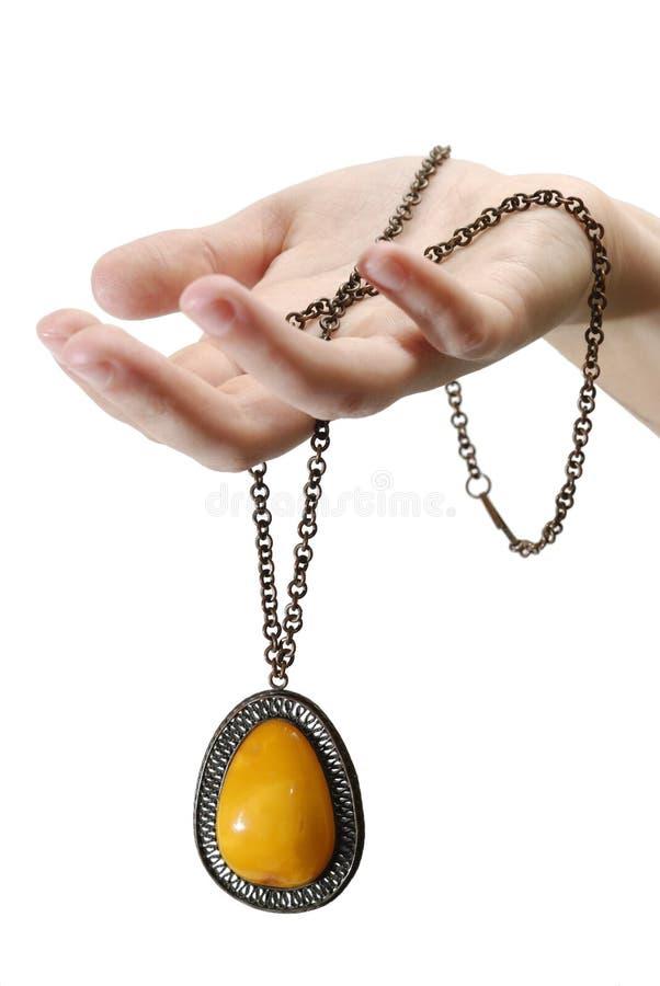 ręce złota pojedynczy wisiorek fotografia royalty free
