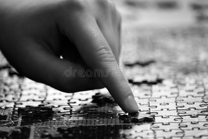 Ręczne puzzle palca kończenie dla rozrywki i osiągnięć zdjęcie stock