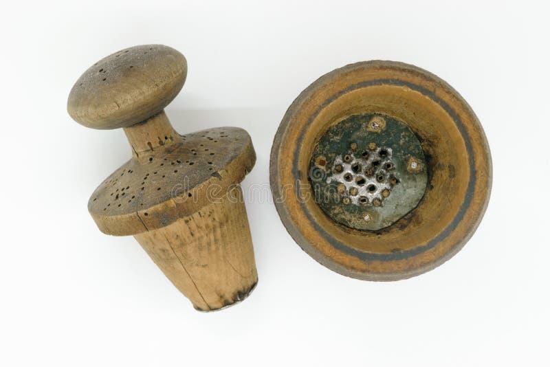 Ręcznego rocznika drewniany pieprzowy młyn obrazy stock