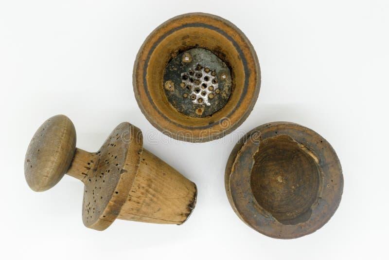 Ręcznego rocznika drewniany pieprzowy młyn fotografia royalty free