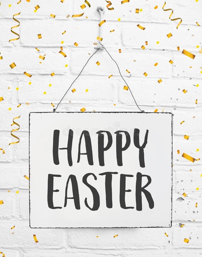 Ręcznie pisany tekst szczęśliwy Easter na znak desce zdjęcia stock