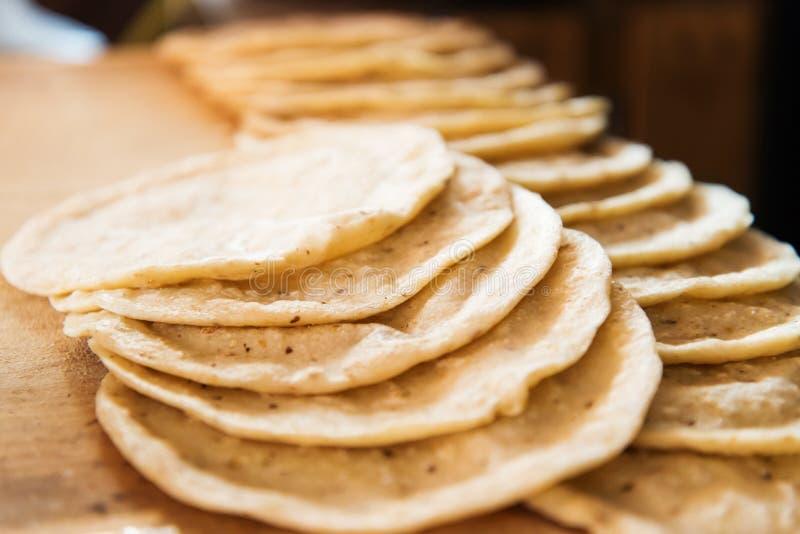 Ręcznie robiony świeży kukurydzany tortilla fotografia stock
