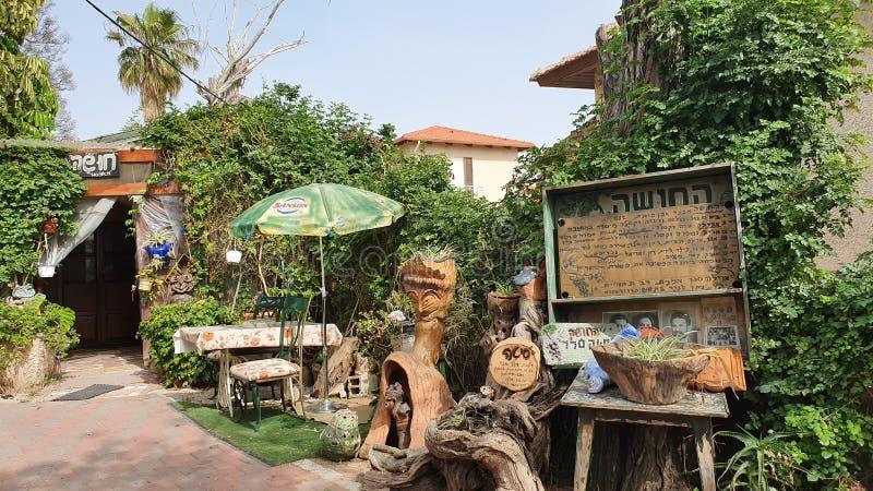 Ręcznie robiony rzemiosło w balkonie dom w Zichron Yaakov, Izrael obraz stock