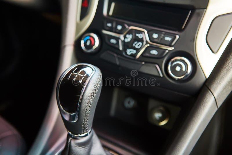 Ręczny gearbox w samochodzie zdjęcie royalty free