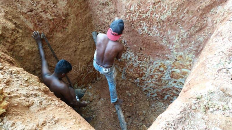 Ręczny kopiący wodny well obrazy stock