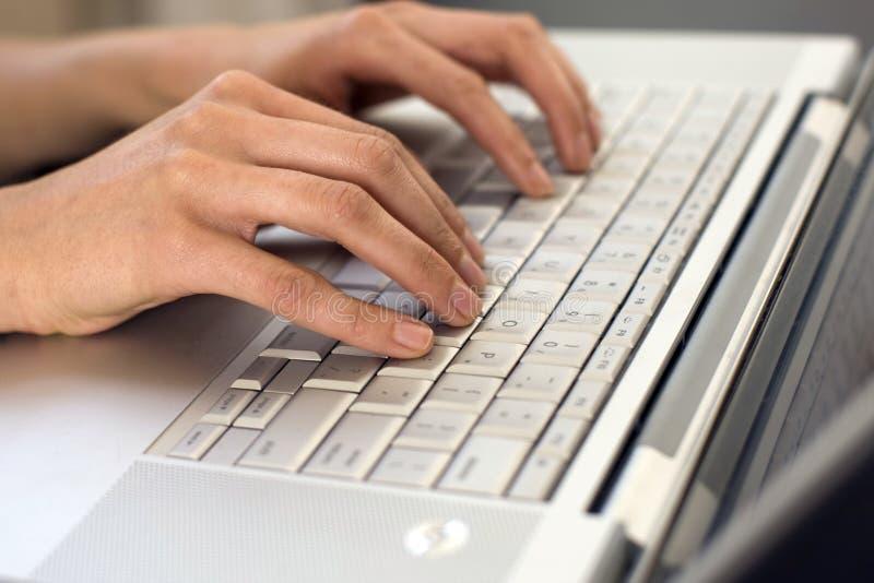 ręk pisać na maszynie obrazy stock