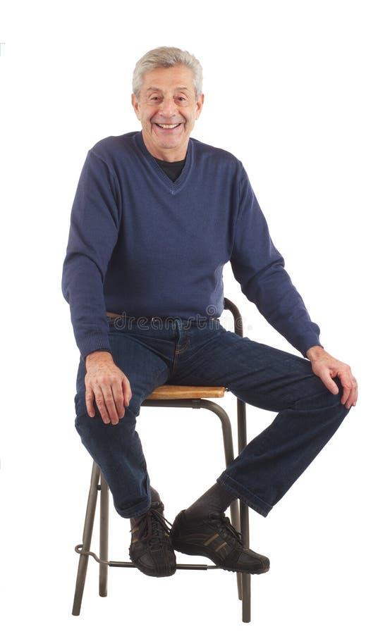 ręk szczęśliwy kolan mężczyzna senior siedzi fotografia royalty free