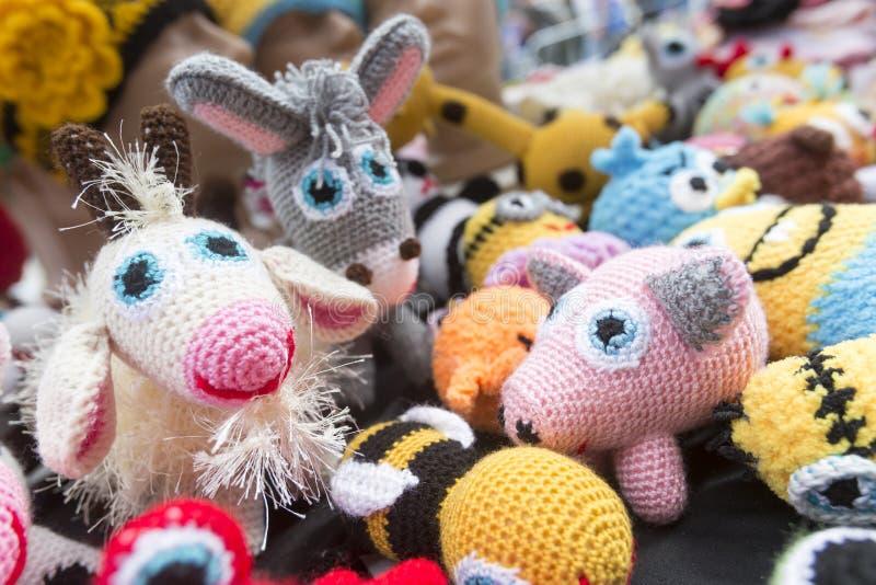 Ręk trykotowe kolorowe zabawki zdjęcie royalty free