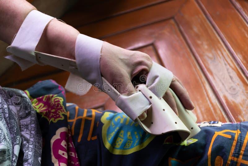 Ręka łubek dla traktowania zdjęcie stock