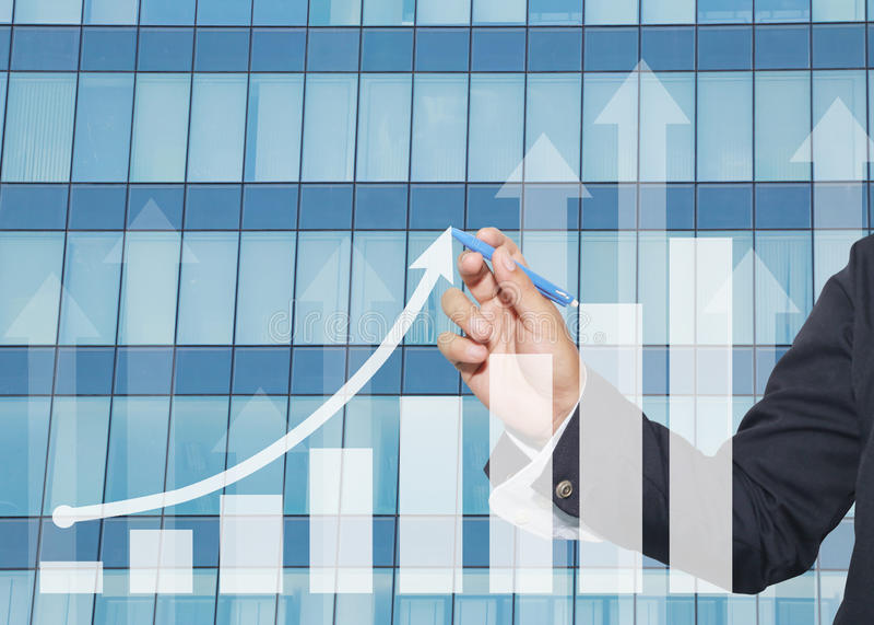ręka biznesmena use pióro pisze biznesowym wykresie obraz stock