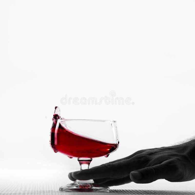 Ręka, chwianie lub dosunięcie szkło wino, fotografia stock