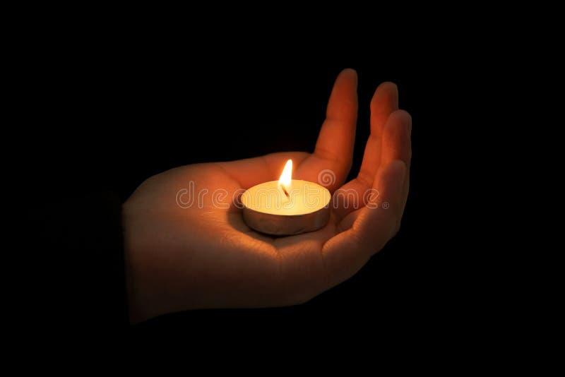 Ręka chwyt świeczka zdjęcie stock