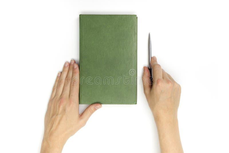Ręka chwyta hardcover pusta czerwona książka na białym tle obrazy royalty free