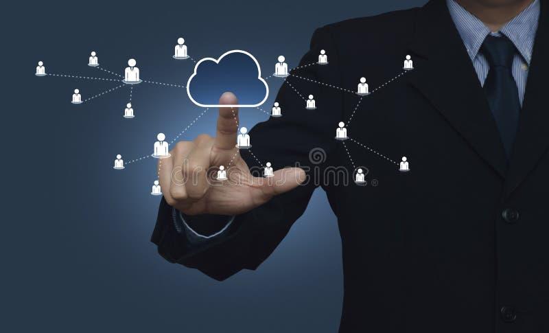 Ręka dotyka guzika interfejsu chmury mapy komunikacja z biznesem obrazy royalty free