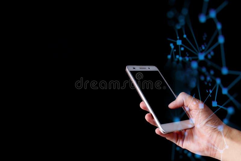 Ręka dotyka smartphone dla łączy globalnych dane ogólnospołeczna sieć z abstrakt fala obraz stock