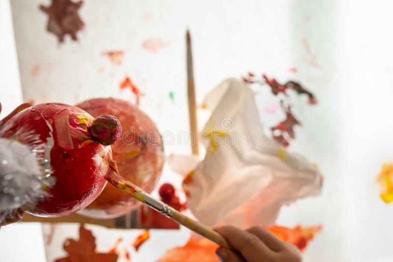 Ręka dziecko koloryt handmade styrofoam bałwan zdjęcia royalty free