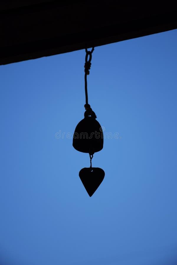 Ręka dzwon w plecy świetle zdjęcia stock