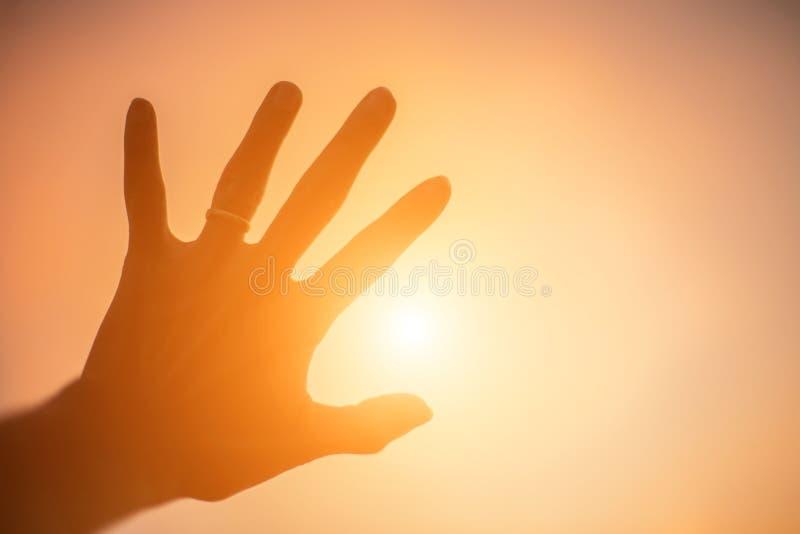 Ręka kształt dla słońca zdjęcie royalty free
