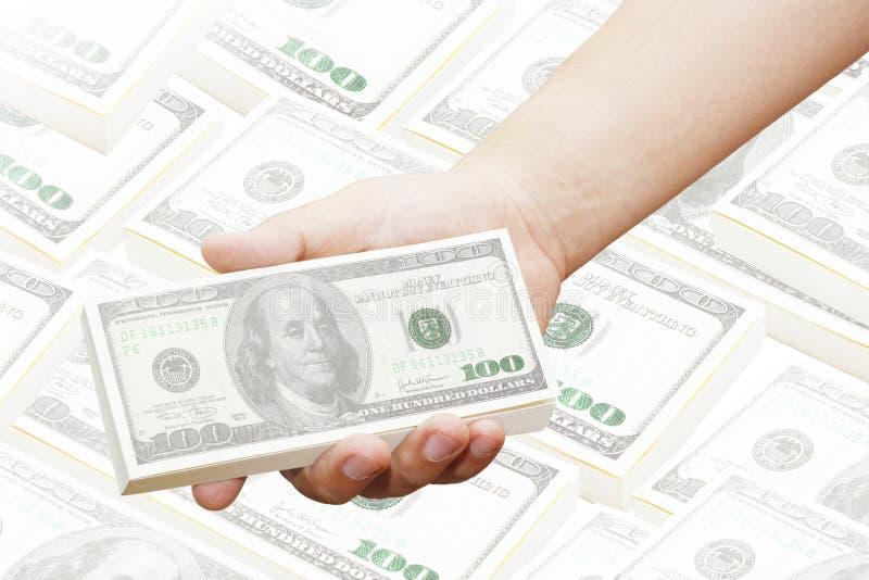 Ręka mężczyzna trzyma 100 dolarowych rachunków zdjęcia stock