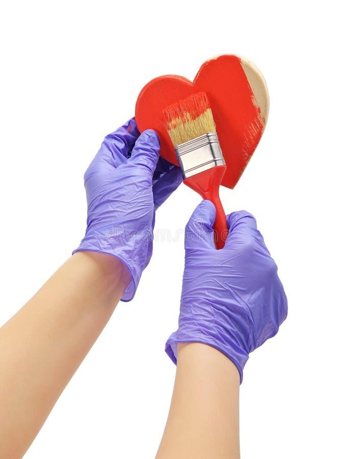 Ręka maluje serce z muśnięciem zdjęcie stock