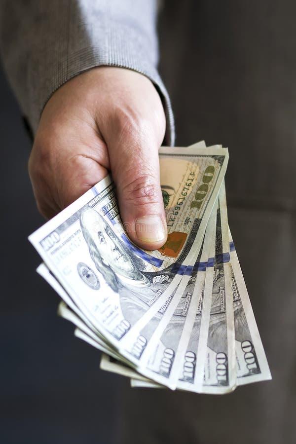 Ręka na gotówce finanse corruptness Bezprawne transakcje obraz stock