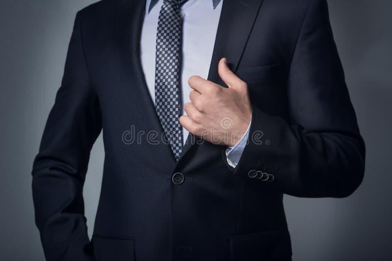 R?ka na lapel kostium zdjęcie stock