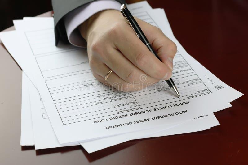 Ręka podpisu formy wypadek samochodowy obrazy royalty free