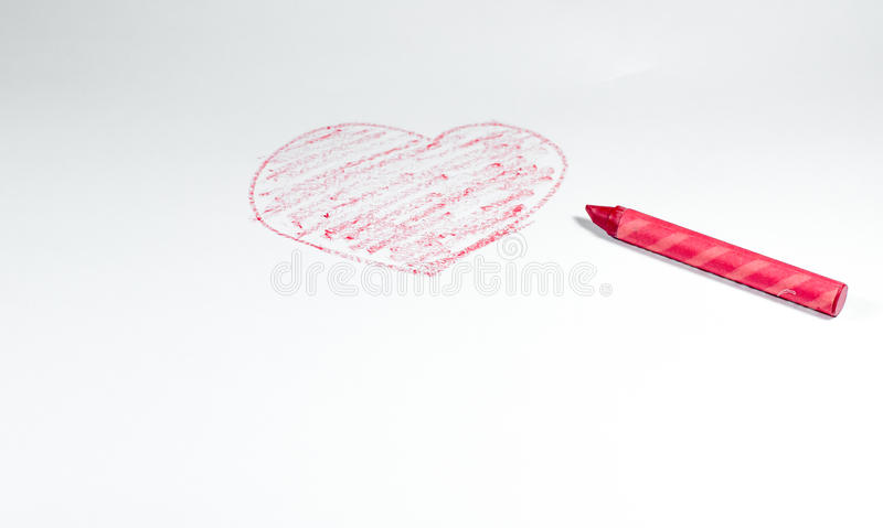 Ręka rysująca czerwoną kredką, kierowy kształt odizolowywający na białym backgrou fotografia stock