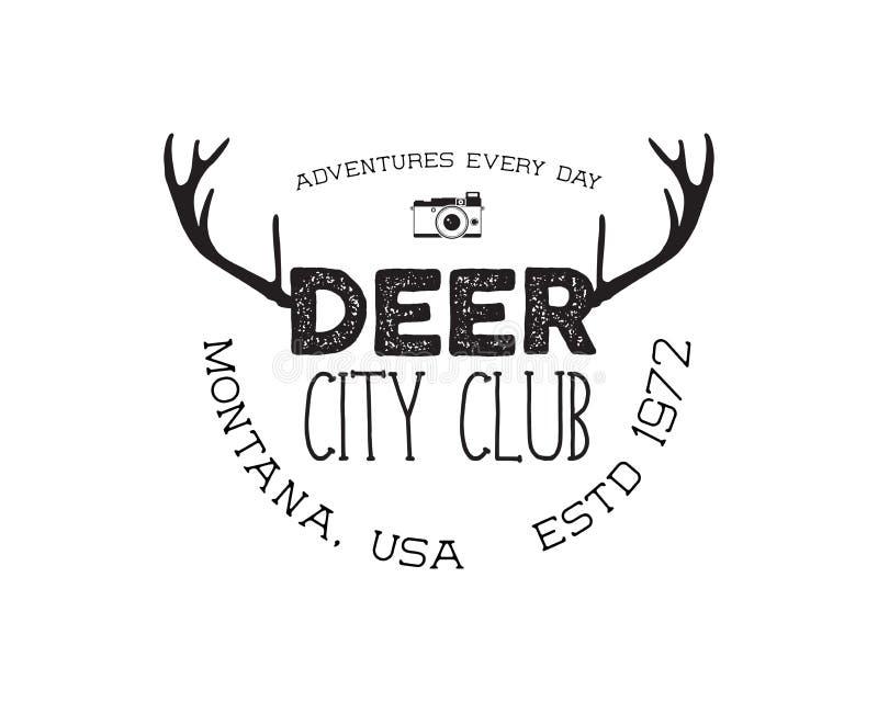 Ręka rysująca jelenia rocznik odznaka Jeleni miasto klubu loga szablon Typografii insygnia z kamerą Zawierać jeleni poroże royalty ilustracja