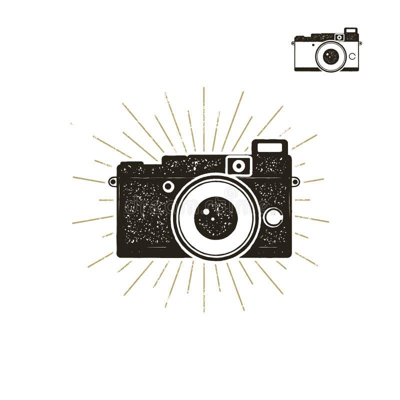 Ręka rysująca rocznik kamery etykietka z sunbursts Starego stylu kamery ikona odizolowywająca na białym tle Dobry dla trójnik kos royalty ilustracja