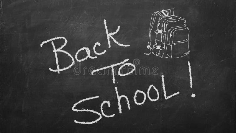 Ręka rysujący doodle Z powrotem szkół słowa i szkolna torba na czarnym chalkboard fotografia royalty free