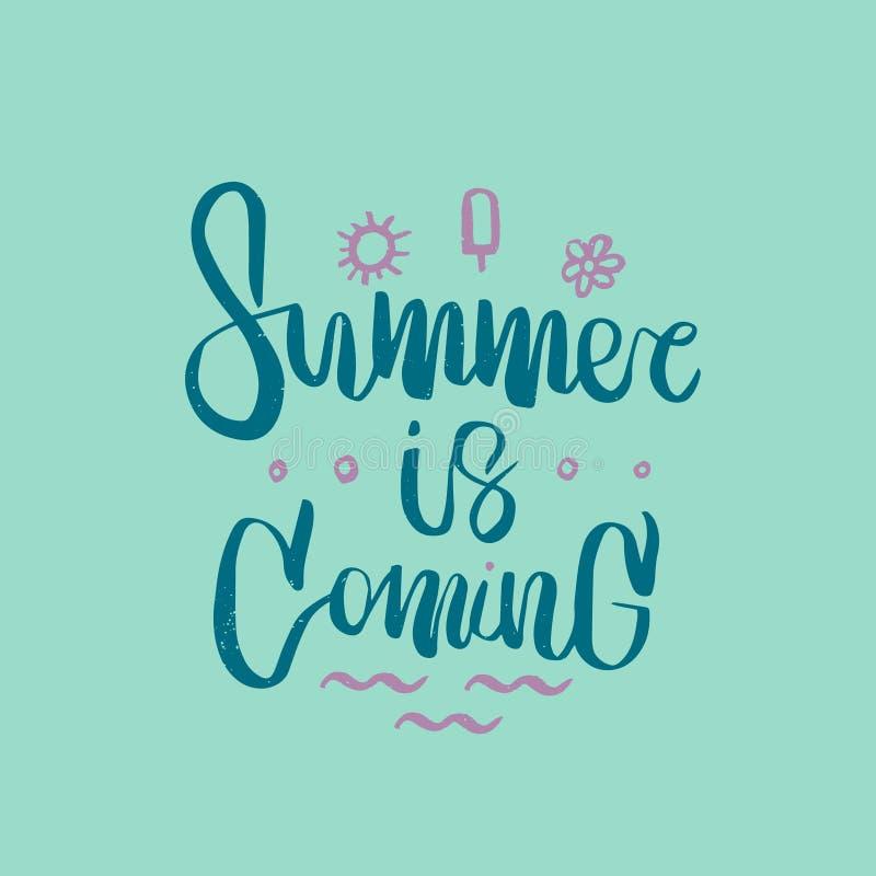 Ręka rysujący szczotkarski literowanie zwrota lato przychodzi Doskonalić dla wakacje, agencja podróży, lata przyjęcie zdjęcie royalty free