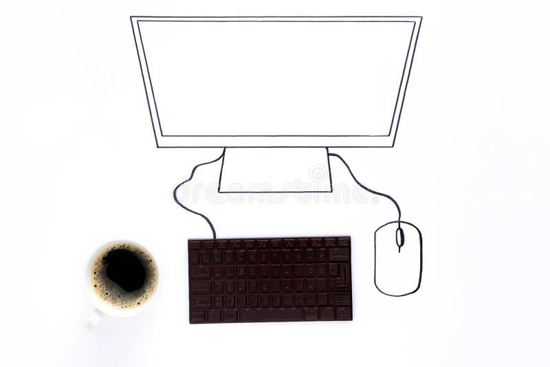 Ręka rysunkowy komputer z czekoladową klawiaturą Minimalny, kreatywnie lub karmowy sztuki pojęcie, kosmos kopii zdjęcie stock