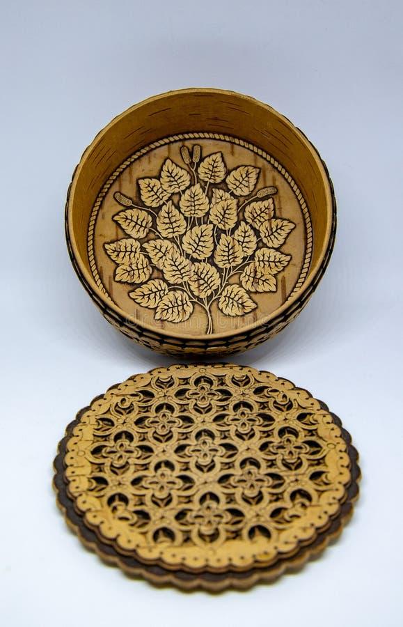 Ręka rzeźbiący drewniany pudełko obrazy royalty free