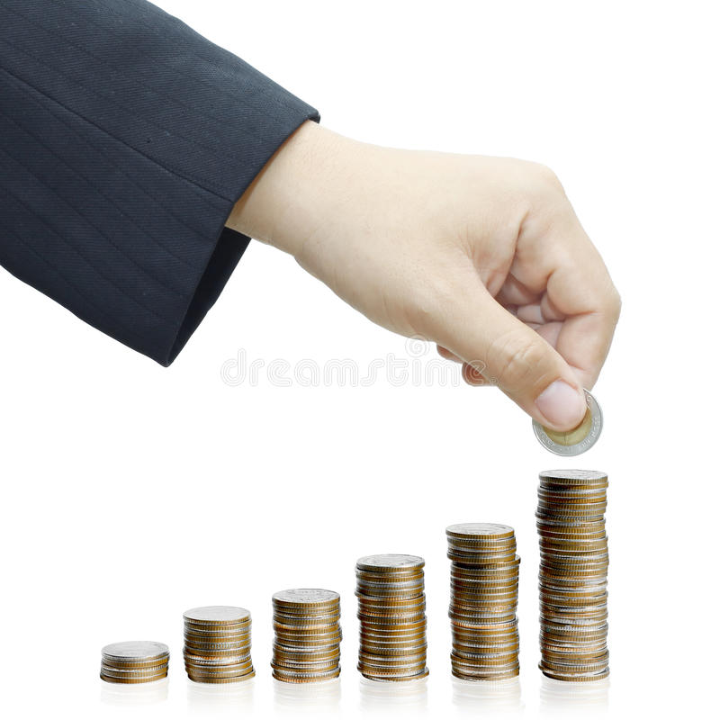 Ręka stawiająca moneta pieniądze schody zdjęcie stock