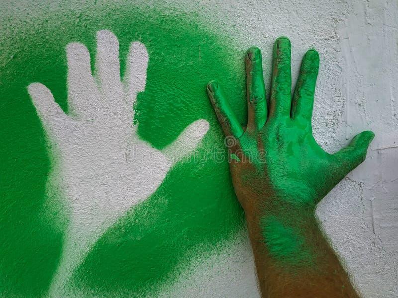 Ręka truizmu zieleni farba 4 fotografia royalty free