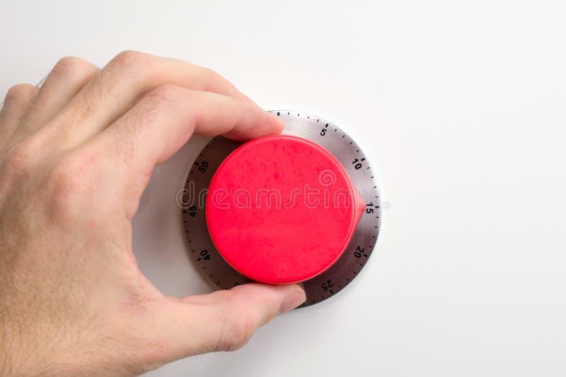 Ręka wszczyna czerwonego kuchennego zegar zdjęcie stock