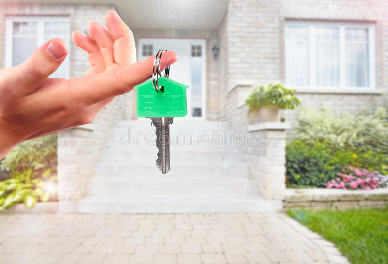 Ręka z domu kluczem fotografia royalty free