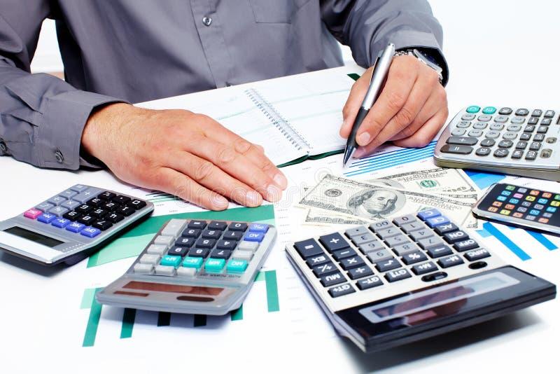 Ręka z kalkulatorem i pieniądze. obraz royalty free